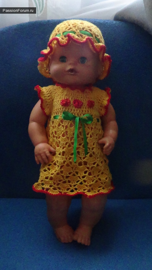 Решила и я похвастатся-комплектик для куклы и жилетик для девочки-годовашки