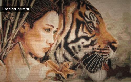 Японка с тигром