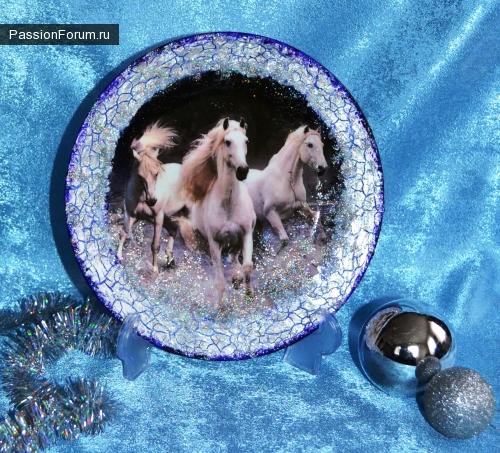 """Декупаж тарелочка """"3 белых коня"""""""