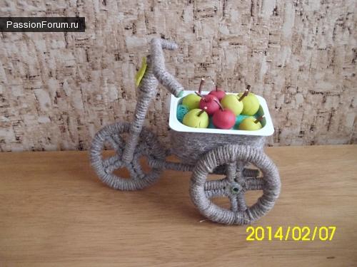Велосипед с яблоками