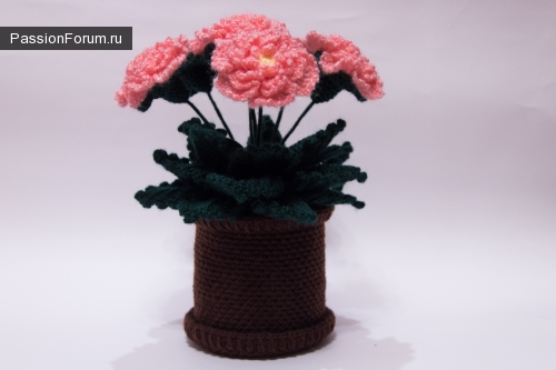 Вязаные цветы в горшочке  крючком. Нежные цветы.