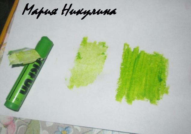 рисуем мелком на бумаге , берем влажную салфетку , набираем на нее краску с бумаги и окрашиваем край!