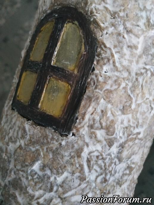 окно как и дверь : картон и шпаклёвка,покраска.высохшие стены затерла шпаклёвкой,далее покраска