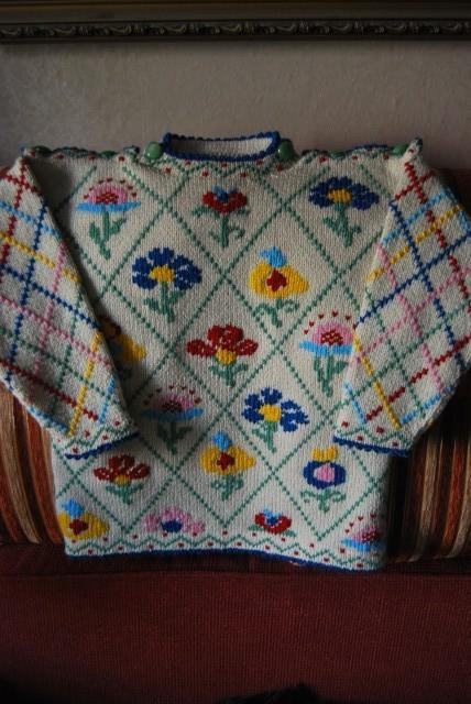 Пуловер с вышивкой - мое воплощение давней мечты
