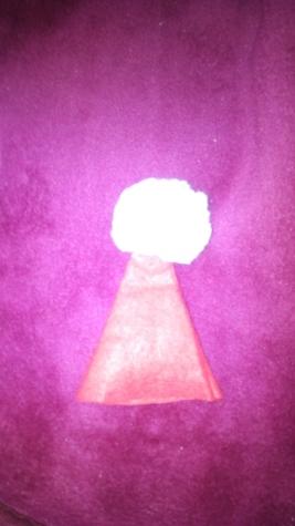 Приступаем к шитью одежды. Колпак я сделала путём отрезания верхушки от колпака для взрослых.