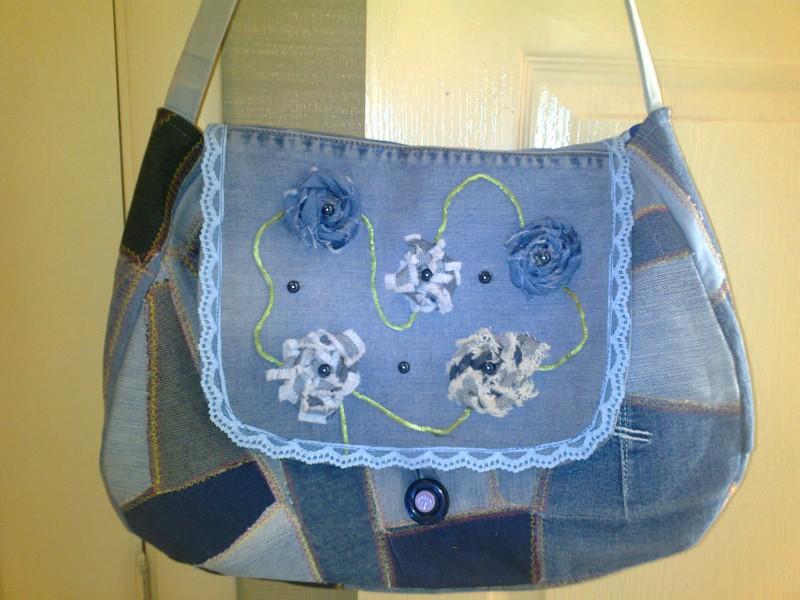 сумка полосками из джинсов