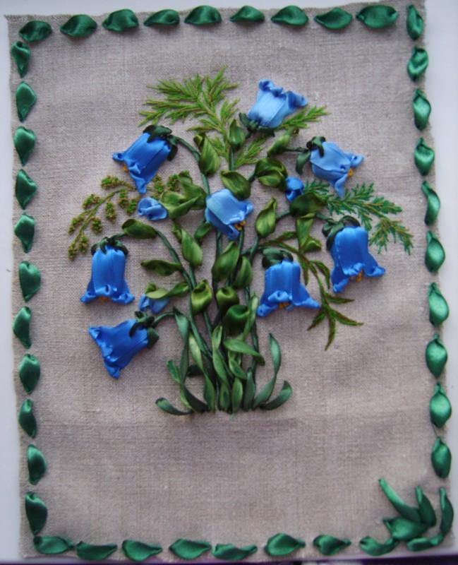 Звонкие колокольчики открытка вышивка лентами колокольчики