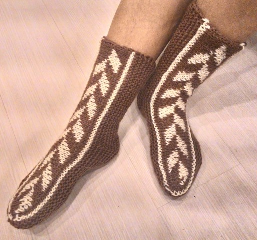исландские носки на двух спицах
