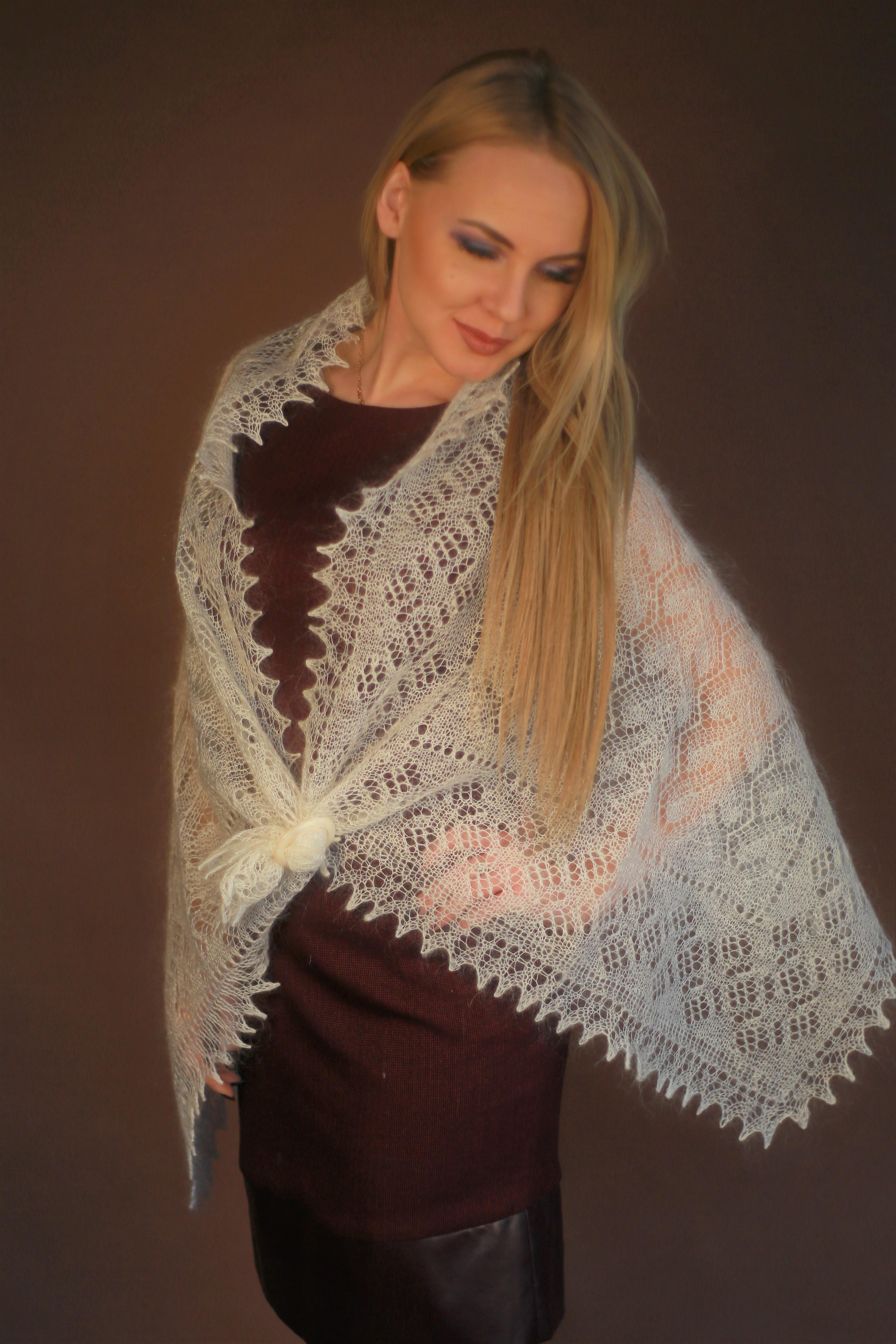 вяжем ажурный платок спицами
