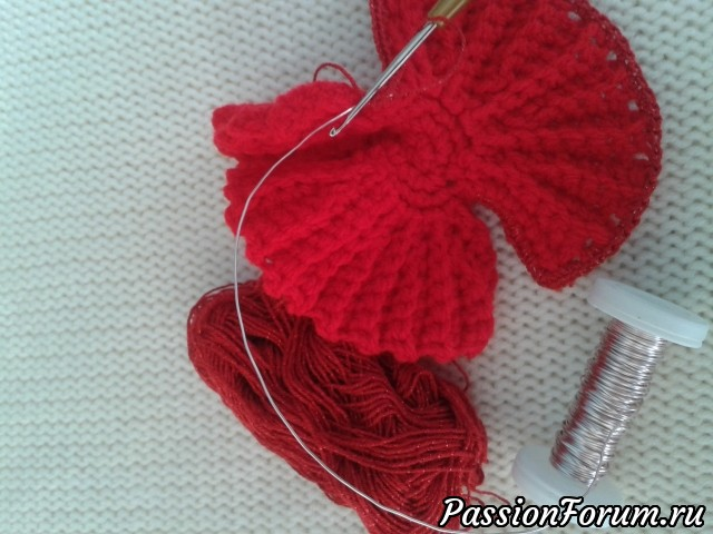 Вязание лепестков мака.