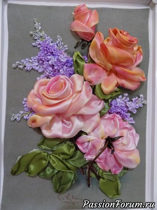 После тонировки розы преображаются! Использую акварельные краски нескольких оттенков желтого, красного и малинового цвета. Сначала смачиваю ленту чистой водой, затем постепенно наношу краску разного цвета. Обязательно сушу каждый покрашенный цветок феном.