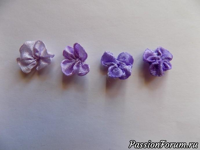 У меня получились цветочки четырех близких оттенков.