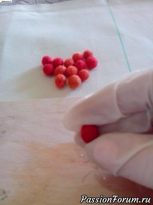 Опустить их в теплый мыльный раствор и повалять их еще мокрыми на пленке, придавая нужную форму