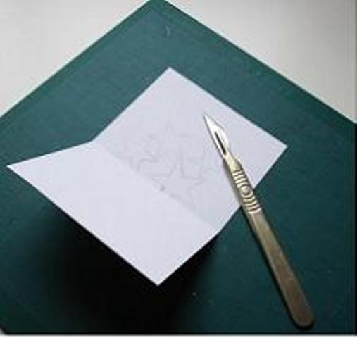 Как аккуратно согнуть открытку