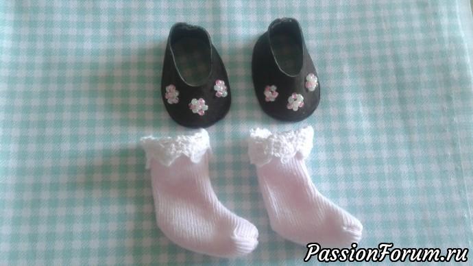Туфельки готовы! Шьем носочки, украшаем их кружевом. Носочки шьются по выкройке ножки по такому же принципу.