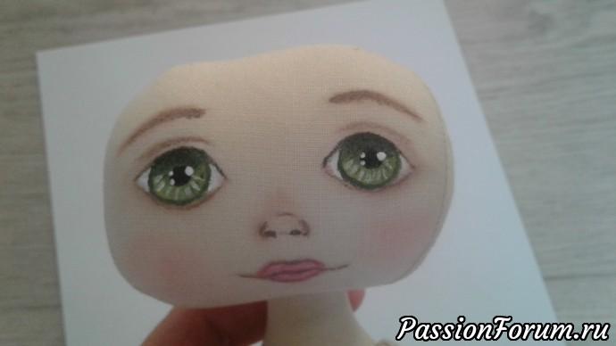 Куколка постепенно оживает.