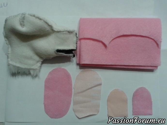 внутреннюю часть рта и язычок выкроила из розовой нетканой салфетки, и ещё продублировала светлой тканью
