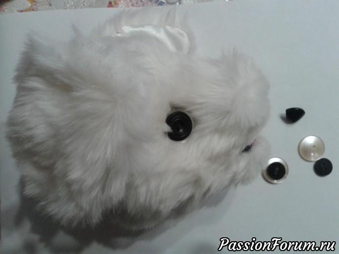 глазки сделала из белой и чёрной ( поменьше) пуговиц,