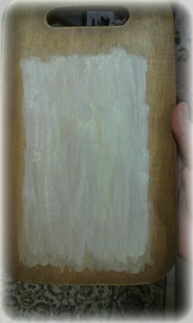 середину покрываем акриловой белой краской разбавленной, сушим