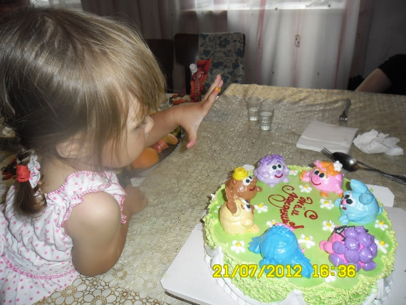 ещё все целы (торт на 2 года)