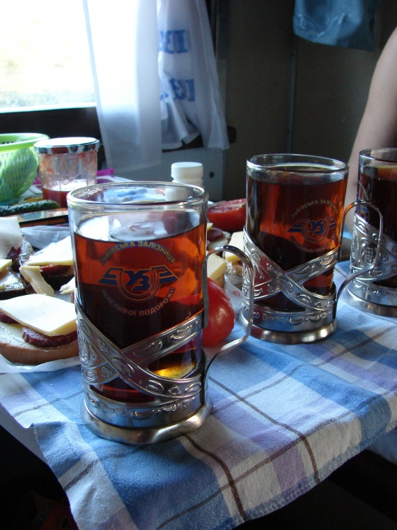 этот граненый стакан с чаем в поездах фото популярность набрала